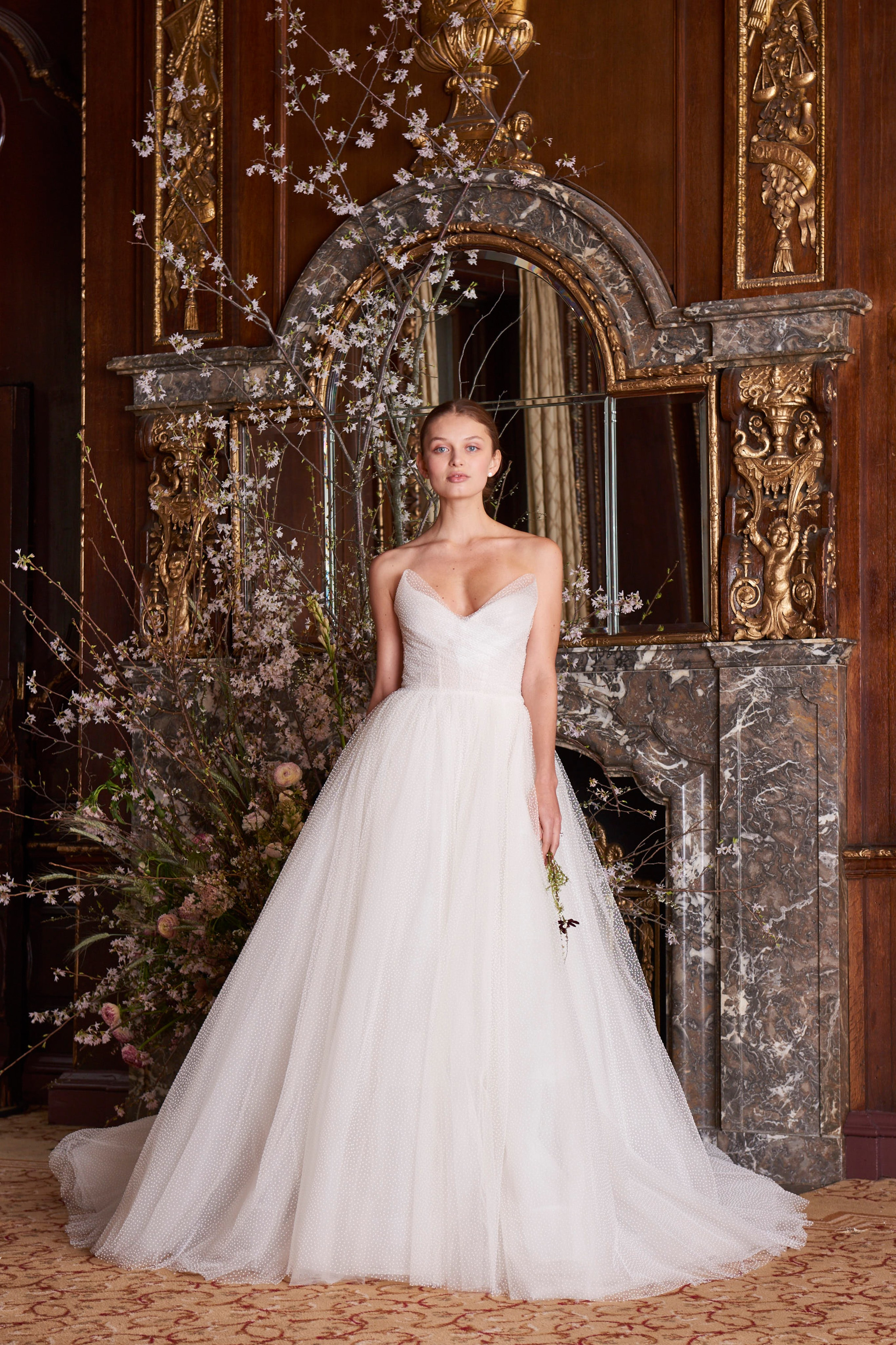 369a2eb6a271 Monique Lhuillier Spring 2019 Bridal Collection – Style to the Aisle ...